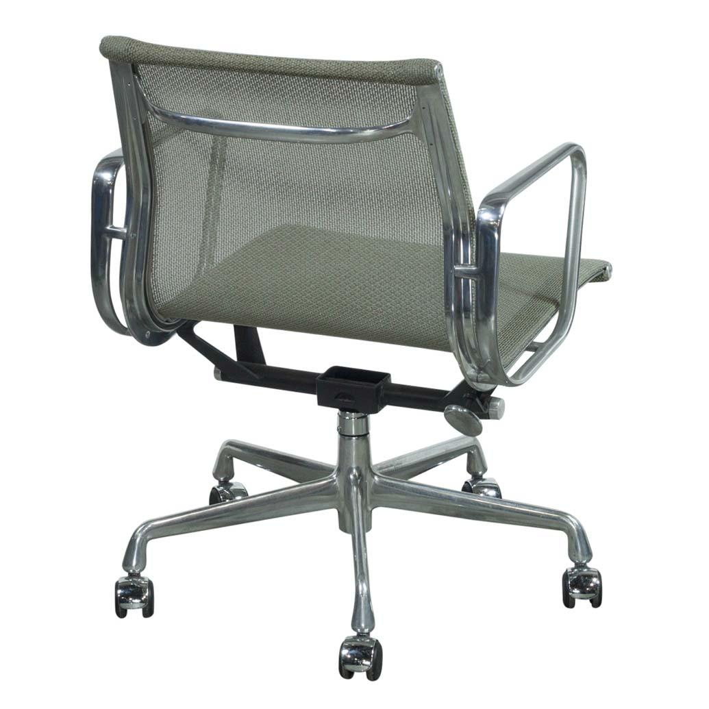 Herman Miller Eames Used Mesh Aluminum Group Management Chair Quartz