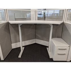 Adjustable height cubicle workstations